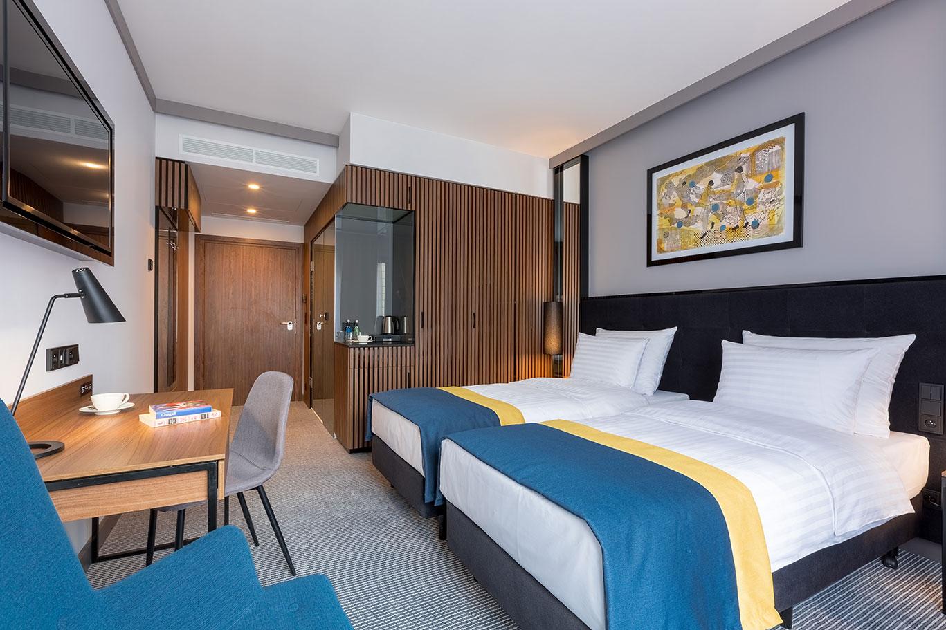 Wygodny pokój z łóżkami twin w hotelu Grand Ascot w Krakowie