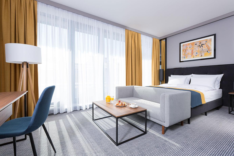 Słoneczny pokój klasy premium w hotelu Grand Ascot w Krakowie
