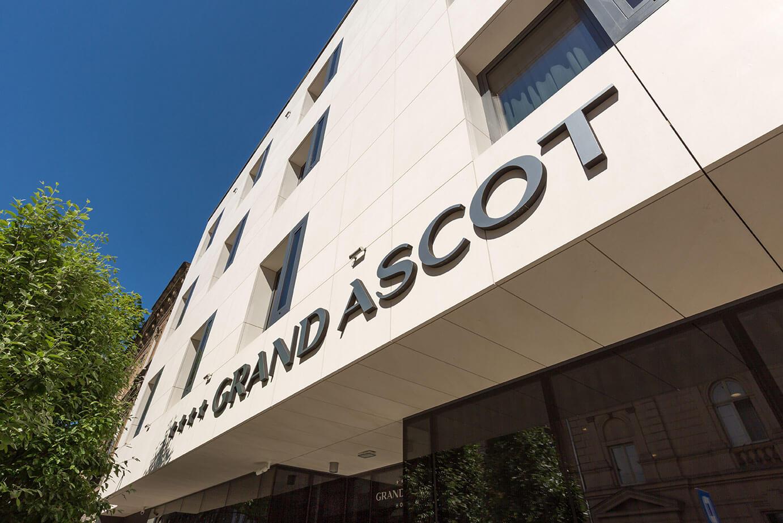 Fasada budynku hotelu Grand Ascot w Krakowie