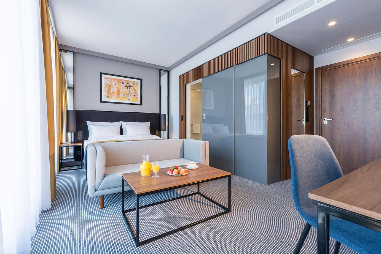 Wnętrza pokoju premium w hotelu Grand Ascot w Krakowie