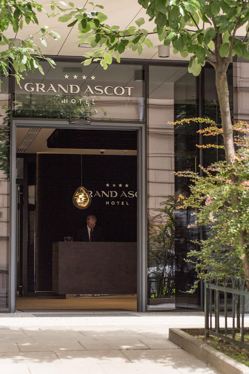 Wejście do Hotelu Grand Ascot