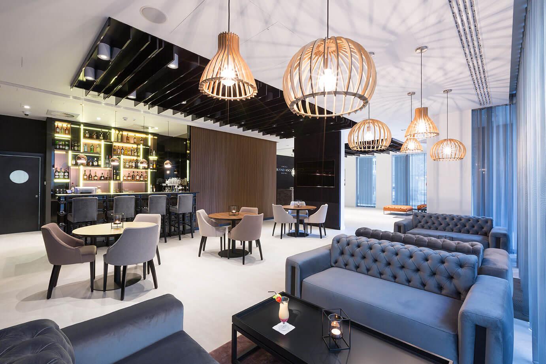 Lobby bar w hotelu Grand Ascot