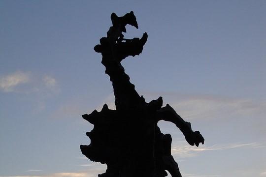 tajemnicze miejsca w krakowie - pomnik smoka Wawelskiego