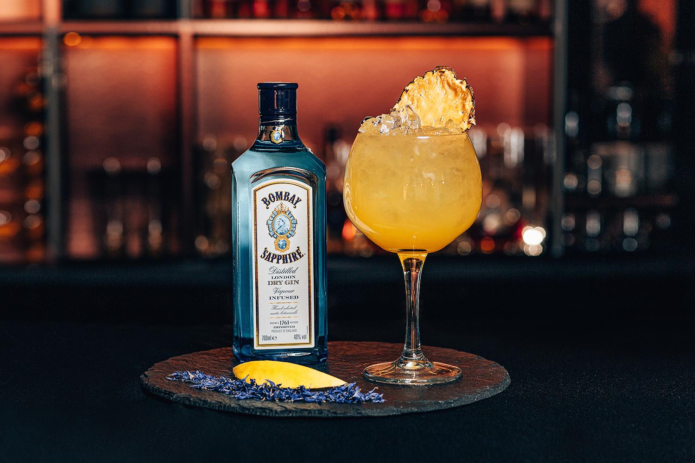 Gin Bombay Sapphire w barze w centrum Krakowa