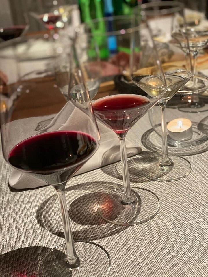 Degustacja wina alzackich w restauracji Four