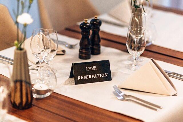 Zarezerwowany stolik w Four