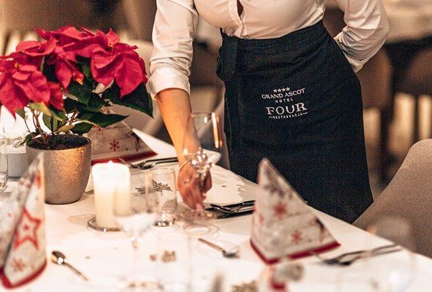 stół wigilijiny w restauracji Four